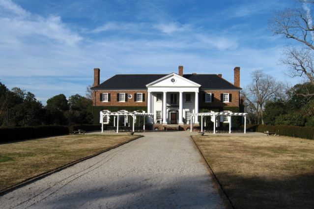 The Boone Hall Plantation includes several buildings, a farm, and garden. The garden has an area of antique, 100-year-old roses.  There is also a nearby butterfly pavilion.